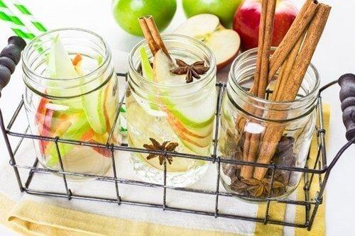 Cách làm sạch không khí trong nhà bằng quế, táo, đinh hương